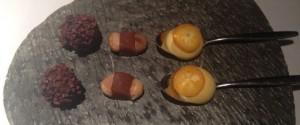 Friandise van truffel, karamel en saffraan, kumquat