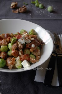 notafraidfbutter.nl | Spicy chicken with Brussels sprouts and feta cheese