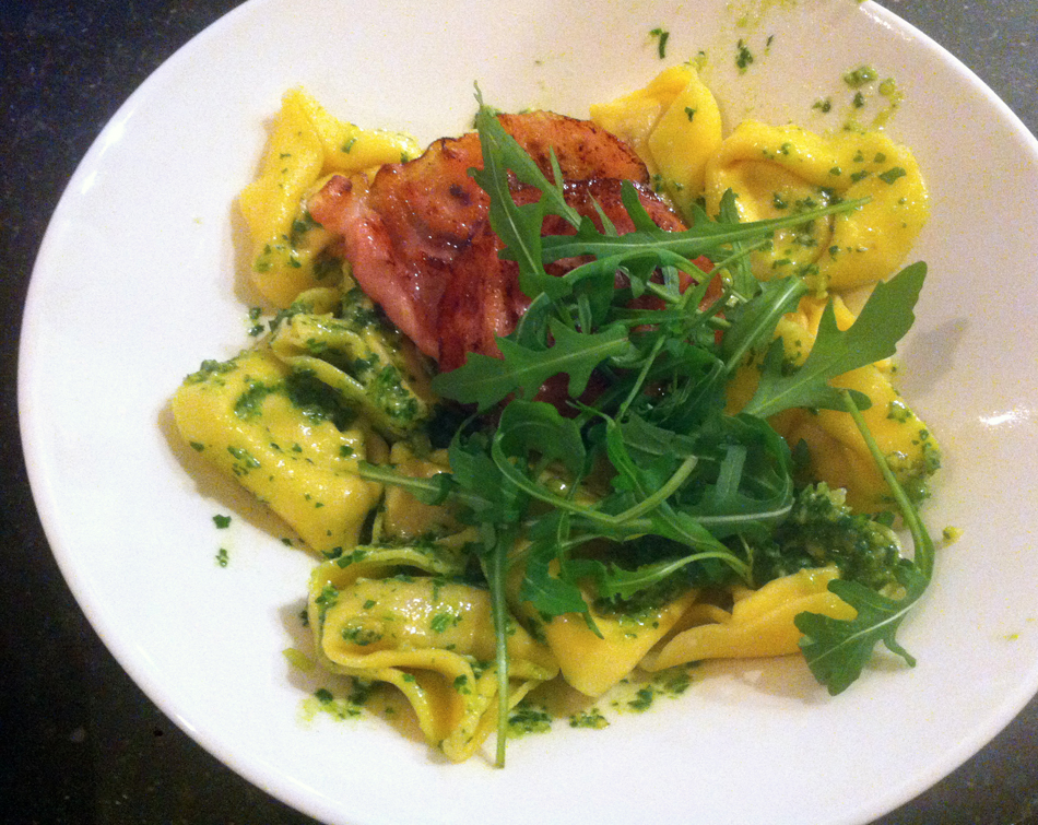 notafraidofbutter.nl | tortellini with rocket pesto and bacon