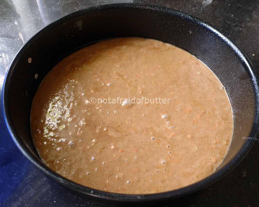 notafraidofbutter.nl| first layer of carrot cake mix
