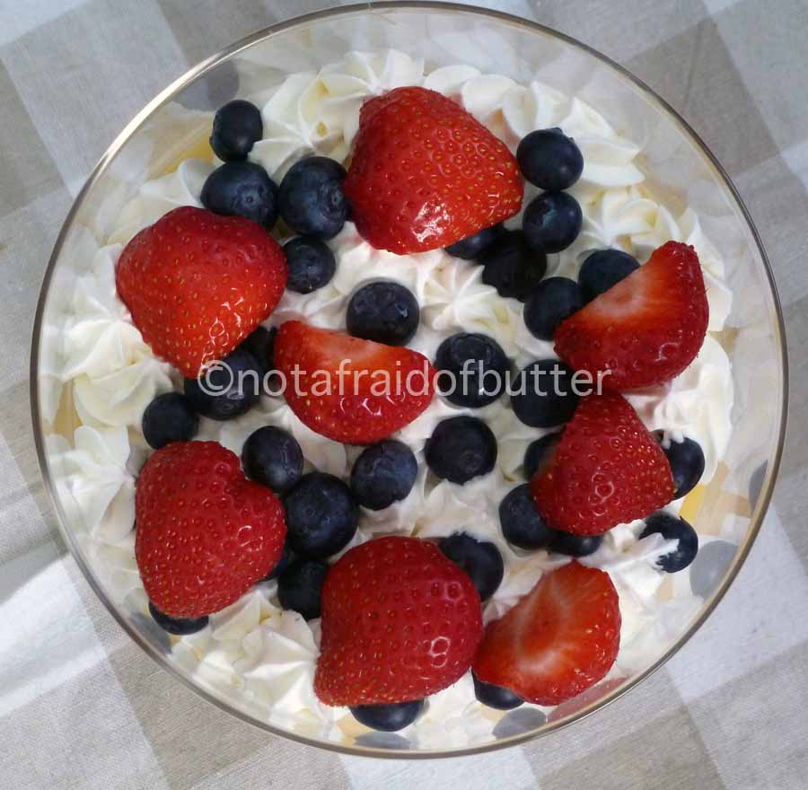 notafraidofbutter.nl | top of layered trifle with brownie