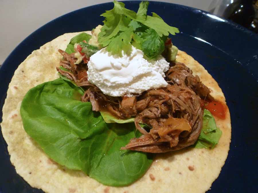 Notafraidofbutter.nl| Beef brisket chili on a flour taco with fresh guacamole, sour cream and cilantro. So yummy